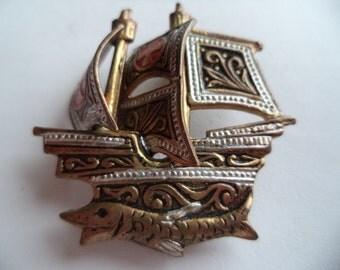 Vintage Unsigned Small Damascene Sailing Ship Brooch/Pin Lightweight