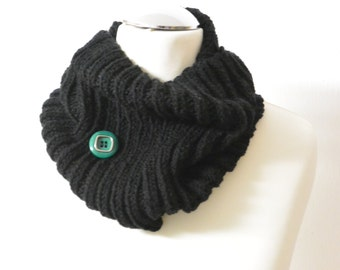 Loop Tube Scarf black with green Vintage Button handknitted