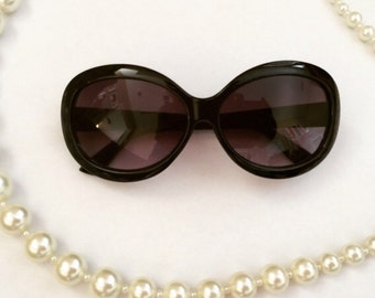 Chunky Pearl Necklace and Glamour Girl Sunglasses