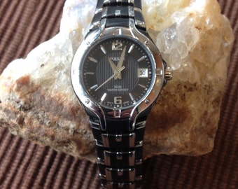 Vintage Two Tone Stainless Steel Pulsar Ladies Watch with Black Face (st - 1448)