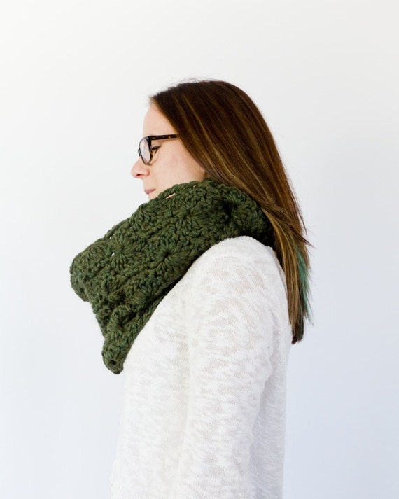 crochet Catherine wheel scarf || The Lincoln || shown in pine