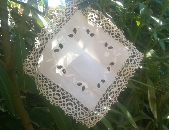 Victorian square linen doily off white French square with cut work and embroideries #sophieladydeparis