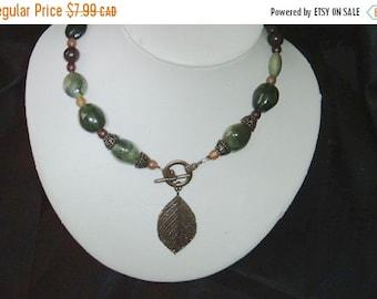 Vintage necklace - vintage green necklace -FREE SHIPPING- glass bead necklace - green glass bead necklace