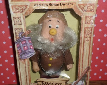 "Disney Snow White and The Seven Dwarves SNEEZY Doll Vintage Action Figure 6"" MIB"