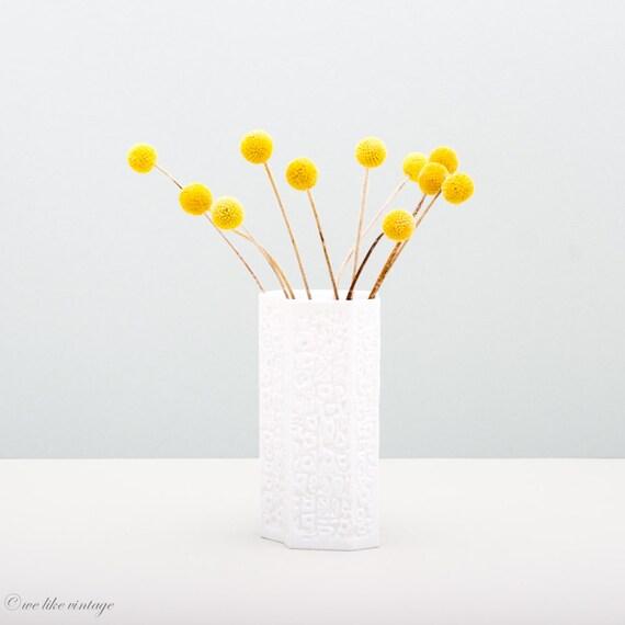 wei e op art vase aus biskuitporzellan von hutschenreuther. Black Bedroom Furniture Sets. Home Design Ideas