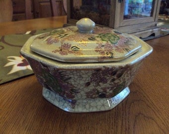 Beautiful Octagonal Bowl with Lid - Made in China