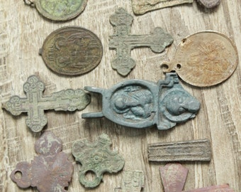 archaeological finds / Lot of 15 antique crosses and parts of crosses and charms / antique cross / digging found objects / antique jewelry