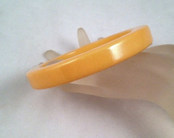 Vintage Bakelite Bangle Thick Creamed Corn Yellow 7/16 Inch Wide