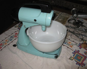 Vtg Aqua Sunbeam Mixmaster /  bowl /2 sz beaters / meat and veg chopper attachment awesome works good free ship