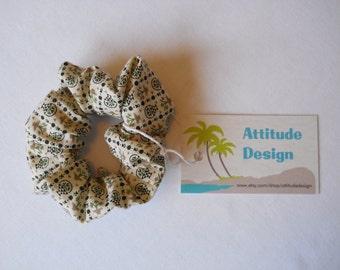 Scrunchie Vintage Print Circa 1960 / Flower Basket Cotton Scrunchie