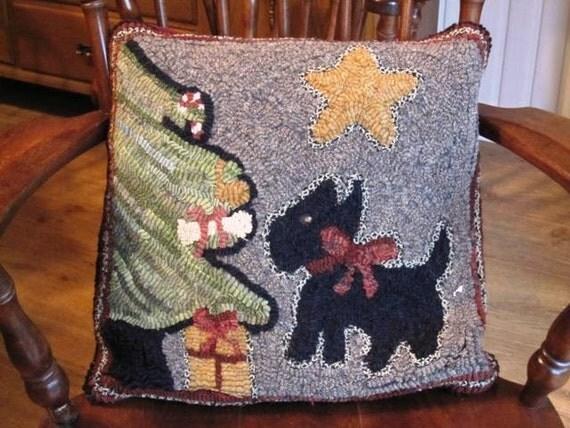 "Rug Hooking Pattern, Christmas Scottie, 16"" x 16""  P118"