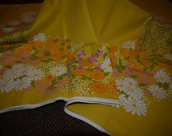 RETRO - Table Cloth - 50s - Sweden - Sunny and Bright - Flowers -