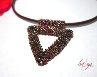 Pendant chain triangle triangle
