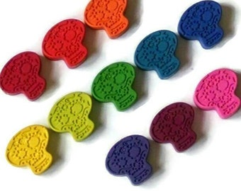 Sugar skull crayons - set of 4, day of the dead celebration party favors, Halloween party favors, skull crayons, Halloween crayons