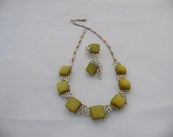 Superb Quality Silvertone Necklace, Bracelet & Brooch Parure Set Signed Coro