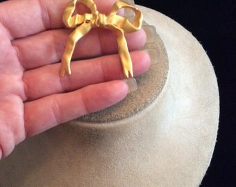 Vintage Golddtone Bow Pin