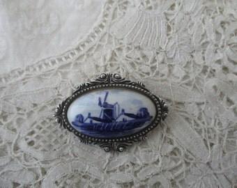 Vintage Delft brooch 1930's