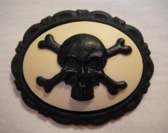 """Brooch """"Skull & Bones"""" cream and black"""