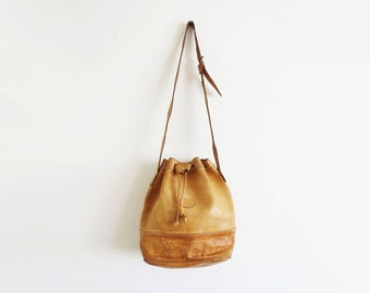 Leather Bucket Bag // Drawstring Tooled Leather Purse // Vintage Women's Accessory