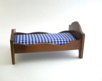 Miniature Bed. Dollhouse Bed, Wooden Bed, Miniature Twin Bed, Dollhouse Twin Bed, Dollhouse Furniture, Gingham Bedding, Dollhouse Bedroom