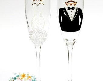 Bride and Groom Wedding Champagne glasses-Hand painted Wedding Toasting Flutes-Personalized Wedding favor - Mr & Mrs Toasting glasses-Gift