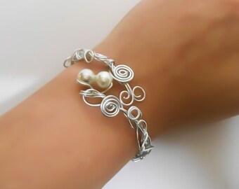 Silver wrapped Pearl bracelet - Silver bangle - Bohemian bracelet - Wire Cuff Bracelet - Adjustable Bracelet - Wrapped Bracelet