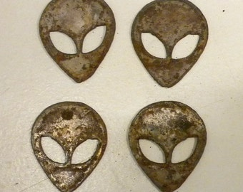 Lot Set of 4 Alien Heads 2 inch UFO Rusty Vintage Antique-y Metal Steel Wall Art Ornament Stencil