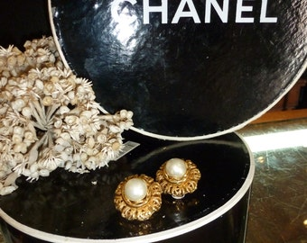 Chanel Earrings Clip-ons Royal Pearls 1990 Sex in the City