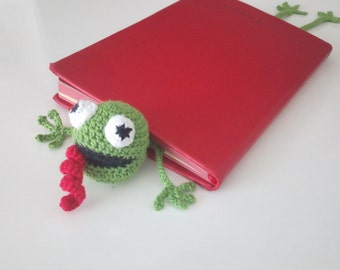 crochet bookmarks,amigurumi,crochet frog bookmark