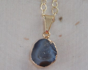 Geode Necklace / Tiny Geode Necklace / Geode Slice Necklace / Geode Pendant / Geode Jewelry / Gold Dipped Geode / Geode Half / Geode