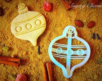 Hanging Christmas ornament cookie cutter