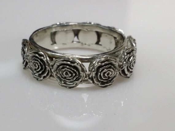 Rose ring. Beautiful, highly detailed rose ring in sterling silver.