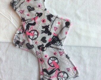 "10"" Pasiley flowers  on  Minky    Top reusable cloth pad ( regular )two snap clouser"