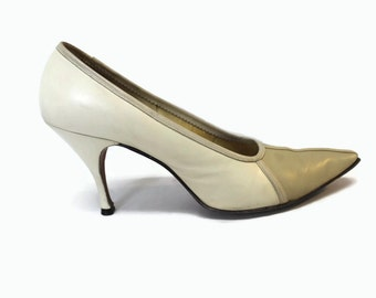 Vintage 1950s High Heels / Stiletto Shoes 7 / 50s Shoes / Pinup Heels Size 7 Beige and White