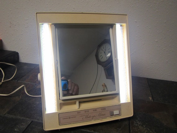 Vintage General Electric Lighted Make Up Mirror Model B11m 1