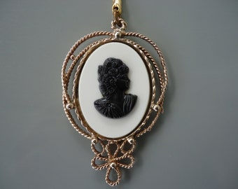 Vintage Cameo Keychain
