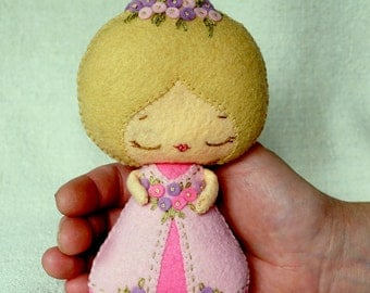 Felt Princess Aurora Doll, Sleeping Beauty Fairy Tale Doll, Wool Felt Art Doll, Handmade Collectible Doll, Gift for Kids *Made to Order