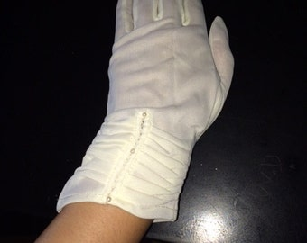 White Gloves with mini Pearls