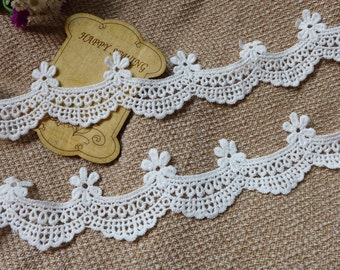 LOVELY Scalloped Lace Off White Cotton Lace Trim for Bridal, Cuffs, Invitation card, Lace Pillow