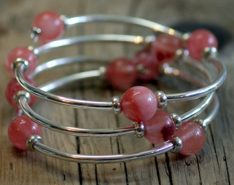 Infinity Bangle Wrap Bracelet, Memory Wire Continuous Coil Bracelet - Pink Cherry Qaurtz