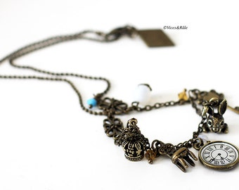 Necklace Alice in Wonderland country
