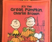 "HALLOWEEN CHARLIE BROWN Pot Holder - Its the Great Pumpkin Charlie Brown - 8"" x 8"""