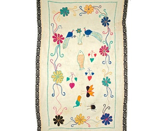 VINTAGE TEXTILE - Vintage Kantha with fish, peacocks and flowers.
