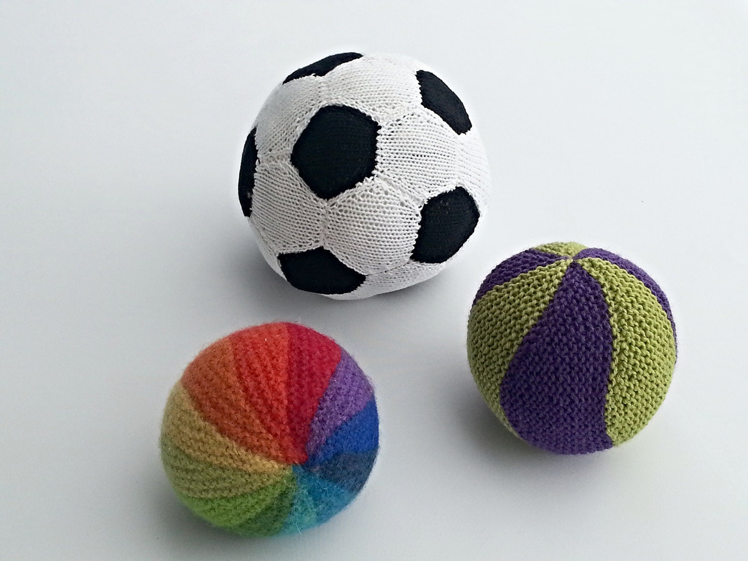 Soccer Ball Knitting Pattern : KNITTING PATTERN Knitted Balls Rainbow Ball Soccer Ball