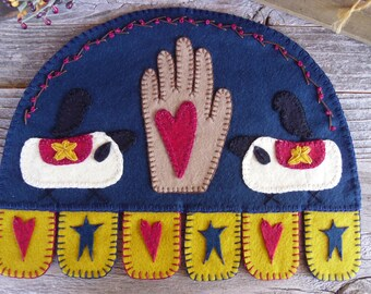 Wool Felt Centerpiece, Candle Mat, Wall Hanging, Primitive, Heart in Hand, FREE SHIPPING!