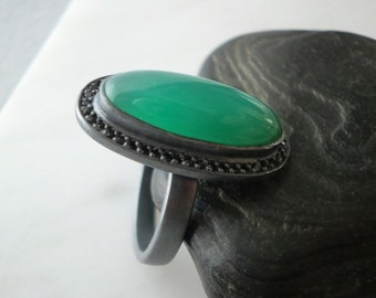 Fine Jewelry Handmade Oxidized Sterling Silver Ring with Oval Chrysoprase and Black Spinel