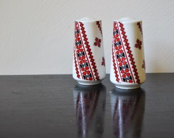 RETRO SALT n PEPPER Shakers Red White and Black Geometric Mid Century Salt and Pepper Shakers