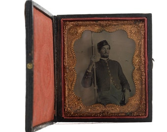 Civil War Soldier holding his Musket -Original Tin Type Photo c.1863 1/6 Plate