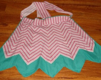 Vintage Half Apron - Red and Green Christmas Design  - Good Condition