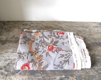 Vintage 60s French ROMANEX  de BOUSSAC Floral linen upholstery Fabric // cottage //